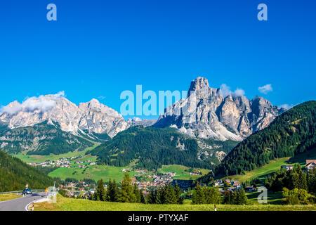 Montañas de Corvara en los Dolomitas, Italia Imagen De Stock