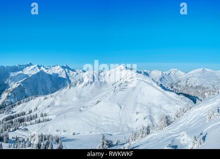 Foto Panorámica de la región de esquí Kleinwalsertal en Austria Imagen De Stock
