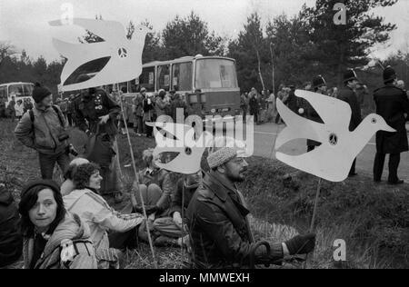 Las mujeres de Greenham Common el movimiento por la Paz de 1985. Personas que protestaban contra 80s Inglaterra HOMER SYKES Imagen De Stock