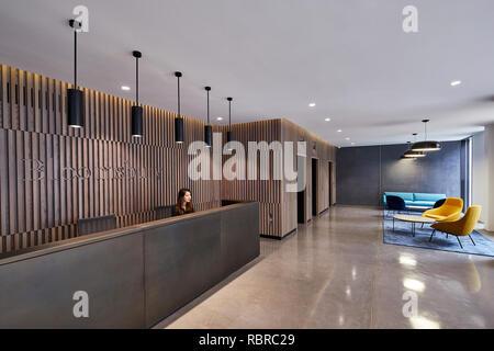 Recepción con ascensor vestíbulo y salón. 8 Bloomsbury, Londres, Reino Unido. Arquitecto: Buckley gris Yeoman, 2017. Imagen De Stock