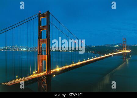 Estados Unidos California San Francisco el puente Golden Gate en el fondo de la bahía de San Francisco de 1937 Imagen De Stock