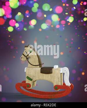 Navidad Rocking Horse decorado sobre fondo de colores,3D rendering Imagen De Stock