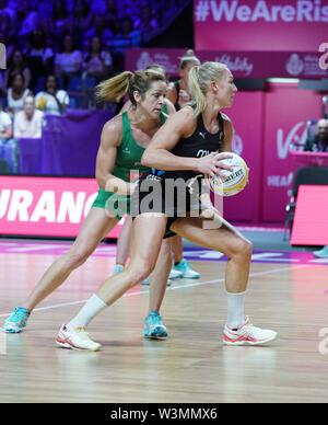 Laura Langman (NZ) en acción durante la vitalidad Netball World Cup 2019 a M&S Bank Arena, Liverpool, Reino Unido.Nueva Zelandia beat Irlanda: 77-28 Imagen De Stock