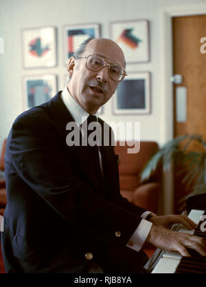 Sammy Cahn (1913?1993) - American letrista, compositor y músico. Imagen De Stock