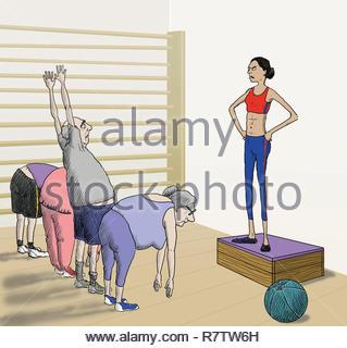 Clase de ejercicios instructor regañar anciano en posición incorrecta. Imagen De Stock