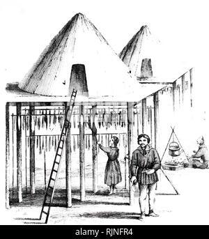 Un grabado representando a los habitantes de Kamchatka y su cabaña de verano o Balagan, con pescado de colgar a secar durante el invierno. Fecha del siglo XIX Imagen De Stock