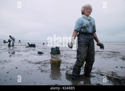 La península de Gower en Gales Recopilación recogiendo coquinas, berberechos recolectores de berberechos de pesca 1990 UK HOMER SYKES Imagen De Stock