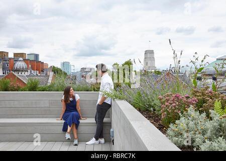 Jardín de la azotea. 8 Bloomsbury, Londres, Reino Unido. Arquitecto: Buckley gris Yeoman, 2017. Imagen De Stock