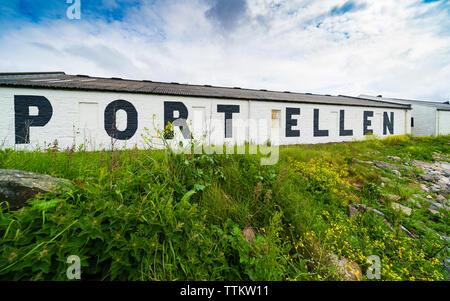 Port Ellen Distillery en la isla de Islay en Inner Hebrides de Escocia, Reino Unido Imagen De Stock