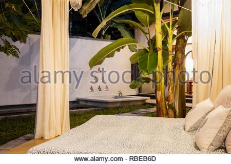 Salón al aire libre. Jalakara Villa Hotel, Islas Andamán y Nicoar, India. Arquitecto: Ajith Andagere, 2016. Imagen De Stock