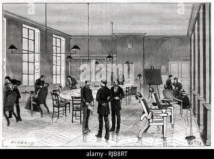 Gran sala de operaciones en la Facultad de Estomatología, Instituto Odontotechnical, París, Francia. Imagen De Stock