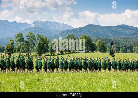 Tiradores de montaña, en la procesión de Corpus Christi, Isarwinkel Tolzer Wackersberg, tierra, Alta Baviera, Baviera, Alemania Imagen De Stock