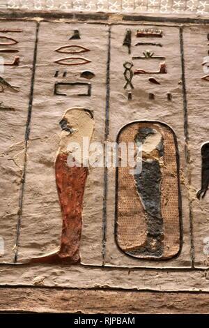 Tumba de Ramsés III, Faraón de la dinastía xx en el Antiguo Egipto. reinó de 1186 a 1155 A.C. y es considerado el último monarca del Reino Nuevo ejercer alguna autoridad sustancial sobre Egipto. Tumba KV11 está situada en el valle principal del Valle de los Reyes. La tumba se ha abierto desde la antigüedad, y ha sido conocido como la tumba de Bruce (nombrada en honor de James Bruce que entró en la tumba, en 1768) y la Harper's Tomb (debido a las pinturas de dos ciegos en la tumba de harpers). Imagen De Stock