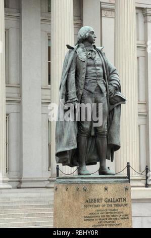 Estatua de Albert Gallatin fuera del edificio del Tesoro de EE.UU., Washington, DC. Fotografía Digital. Imagen De Stock