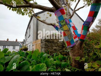 Bombardeo de hilo en las calles de Llantwit Major, South Glamorgan, Gales Imagen De Stock