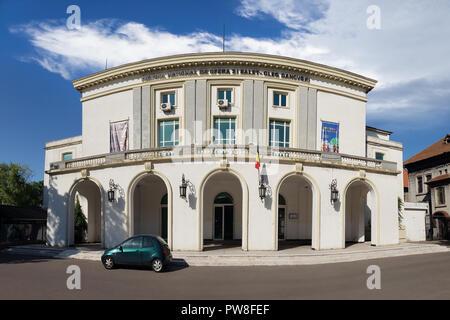 Vista panorámica del teatro de la ópera y el ballet nacional en Constanta, Rumania Imagen De Stock