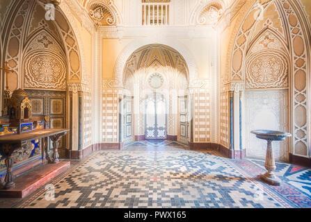 Vista interior de la abandonada Sammezzano castillo en Florencia, Toscana, Italia. Imagen De Stock