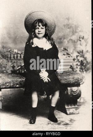 Retrato fotográfico de Manuel príncipe de Portugal desde la colección Félix Potin, de principios del siglo XX. Imagen De Stock