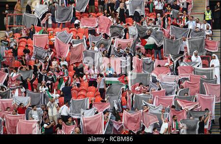 Enero 15, 2019 : Los fans de Palestina antes de que el juego en Palestina v Jordania en el estadio Mohammed Bin Zayed, en Abu Dhabi, Emiratos Árabes Unidos, AFC Copa Asiática, campeonato de fútbol asiático. Ulrik Pedersen/CSM. Imagen De Stock