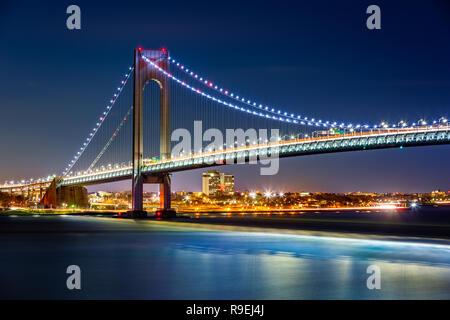 Verrazzano Narrows Bridge por la noche Imagen De Stock