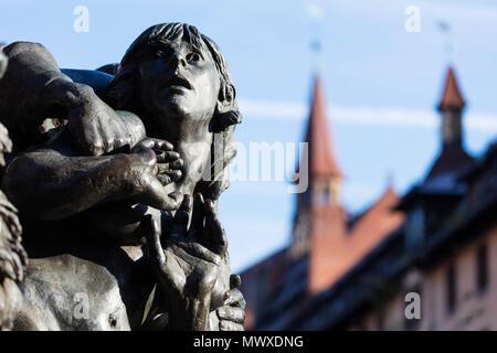 Estatua de bronce, Nuremberg (Nürnberg), Franconia, Baviera, Alemania, Europa Imagen De Stock