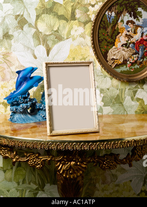 Un cadre photo Blanc Kitsch dans un couloir définition Photo Stock