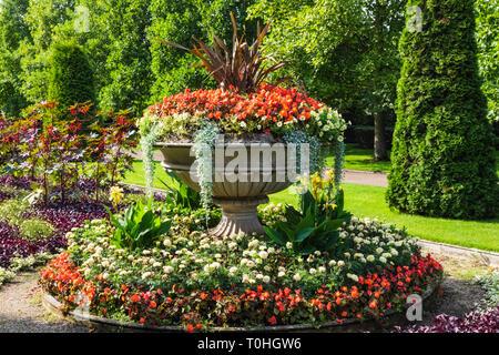 L'Angleterre, Londres, Regent's Park, l'Avenue des jardins, fleurs en fleurs Photo Stock