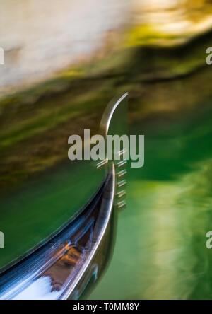 Sur l'arc gondole propose, Vénétie, Venise, Italie Photo Stock