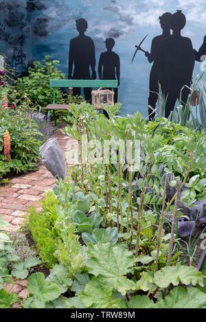 Imagine une Miner's jardin conçu par Colin et Mary à Bielby Chatsworth RHS Flower Show 2019. Chatsworth, Derbyshire, Royaume-Uni Photo Stock