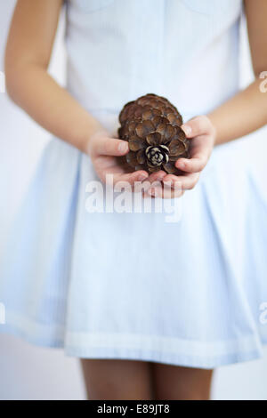 Girl holding large pomme Photo Stock