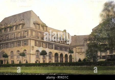 Théâtre de l'Allemagne, les bâtiments de Bad Elster, automobiles non identifiées en Allemagne, 1914, Vogtlandkreis, Bad Elster, Kurtheater und Sachsenhof Photo Stock