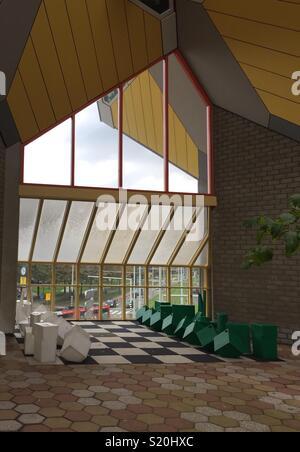 Vert et blanc géant jeu d'échec dans le cube Museum à Rotterdam, Pays-Bas Photo Stock