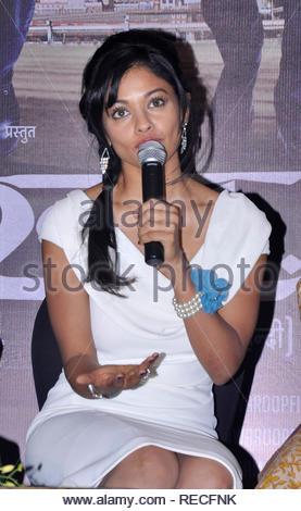 Bollywood acteur Pooja Kumar parle au cours de la conférence de presse pour présenter la première de film à venir en Vishwaroopam Videocon d2h sur PPV (Pay Per View) à Mumbai, Inde, 04 janvier 2013. Le film, sera diffusé le 10 janvier et sera chargé à rs 1000 par vue en langue tamoule et RS 500 pour le télougou et hindi. Deven (cont) Photo Stock
