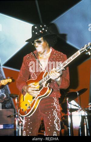 JOHNNY GUITAR WATSON (1935-1996) musicien de blues sur 1976 Photo Stock