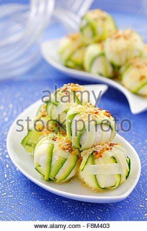 Boules de fromage enveloppé de courgette Photo Stock
