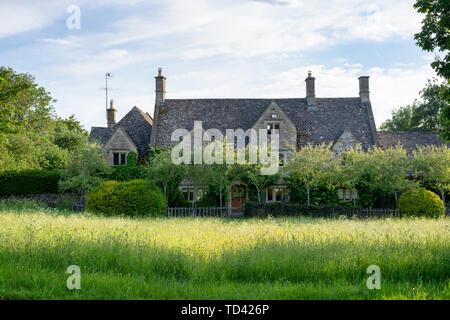 Cottage en pierre de Cotswold. Wyck Rissington, Cotswolds, Gloucestershire, Angleterre Photo Stock