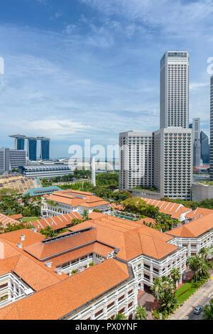 Paysage urbain de centre-ville de Singapour à Singapour, montrant le Raffles Hotel, le Swissotel et Marina Bay Sands Photo Stock