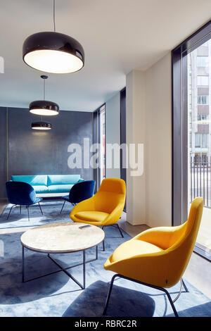 L'espace salon à la réception. 8 Bloomsbury, Londres, Royaume-Uni. Architecte: Buckley Gray Yeoman, 2017. Photo Stock