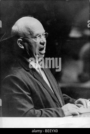 Le dirigeant soviétique Nikita Khrouchtchev prend la parole à l'Assemblée générale Photo Stock