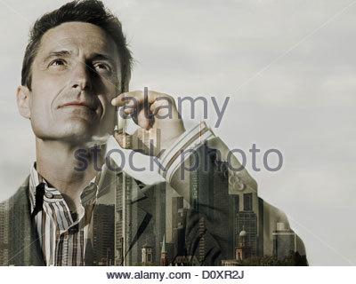 Double homme d'exposés avec city scene Photo Stock