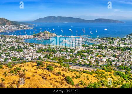 Vue paysage de port et château de Bodrum, Turquie Photo Stock