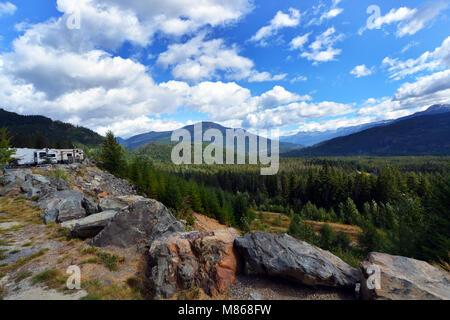 Camping dans les Rocheuses canadiennes paysage de montagne, près de Whistler BC Photo Stock