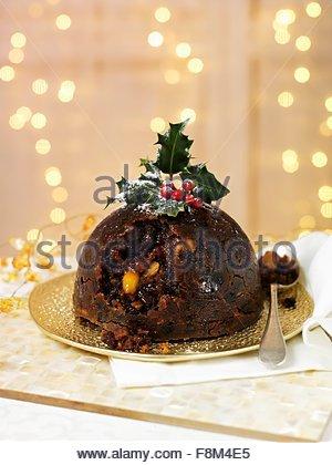 Le pudding de Noël avec le houx Photo Stock