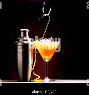 La vodka, Cocktail vodka bull contenant et Red Bull Photo Stock