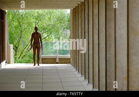 Antony Gormley sculpture d'homme nu, UEA, Norwich, Norfolk, Angleterre Photo Stock