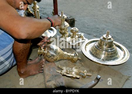 Lampe à pétrole DE DÉCISIONS À NACHIYARKOVIL PRÈS DE KUMBAKONAM TAMILNADU Photo Stock