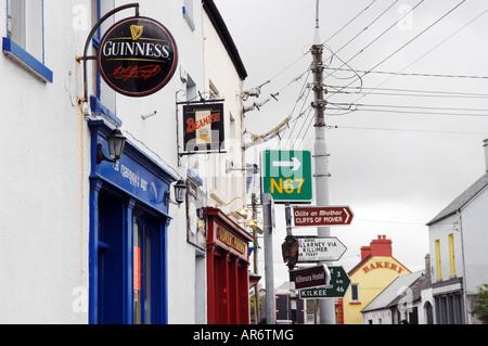 La signalisation routière du comté de Clare, Irlande Ballyvaughan Photo Stock