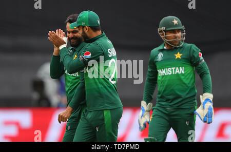 Taunton, Royaume-Uni. 12 Juin, 2019. Mohammad Hafeez du Pakistan célèbre en tenant le wicket de Steve Smith, de l'Australie au cours de l'Australie v du Pakistan, de l'ICC Cricket World Cup Match. au sol, comté de Taunton. Credit: Cal Sport Media/Alamy Live News Photo Stock