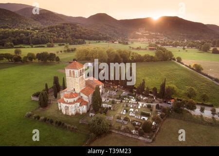 Le 12ème siècle de la basilique Saint-Just de Valcabrère est l'un des plus beaux exemples d'architecture romane dans les Pyrénées. Photo Stock