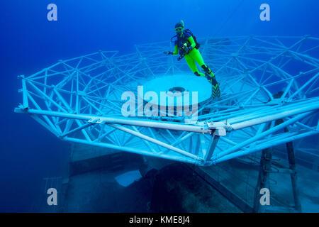Plongée sous-marine l'uss général hoyt vandenberg s. à peine 44 heures après qu'elle Photo Stock